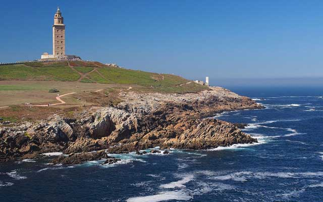 Recorre en tren los diez faros más bonitos de España