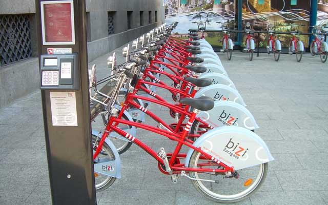 Zaragoza con 'Bizi' es perfecta para montar en bicicleta